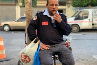 Policejní oficír   Naši dobrodruzi  Iskenderun