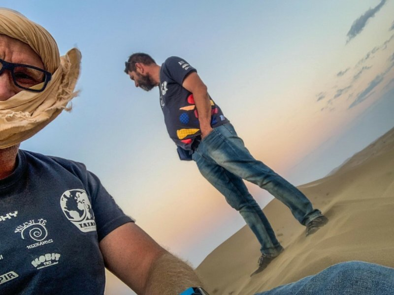 Výhledy z písečné duny stály za to. Tým TKS2 na nich strávil západ slunce.