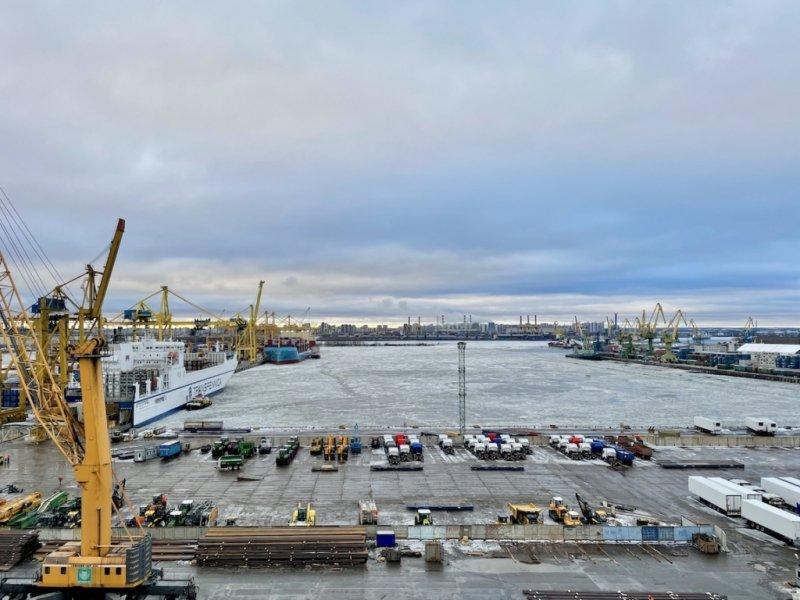 Trajdy (T815) zaparkovaná v přístavu, již po odbavení. Najdeš ji?