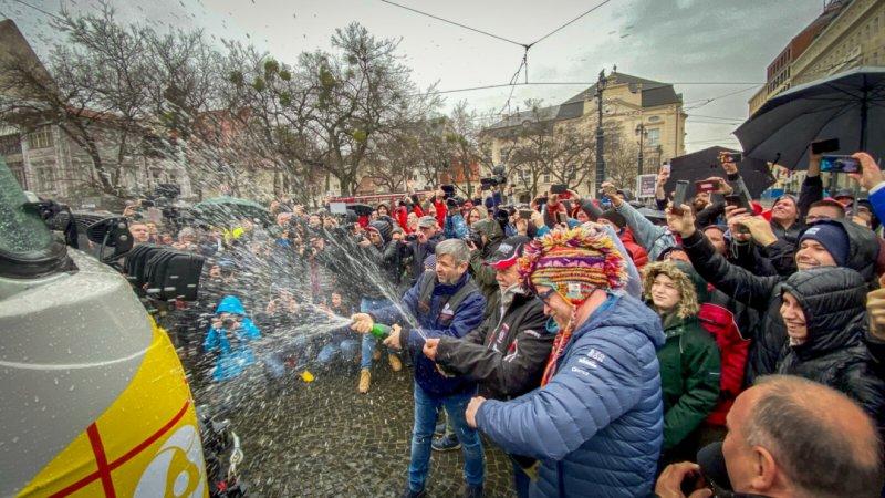 V neděli 23. února proběhlo loučení se se Slovenskem, a to v Bratislavě na Hviezdoslavove náměstí. Součástí byla i křest na Trajdy, a to mimo jiné i samotným panem Lopraisem.