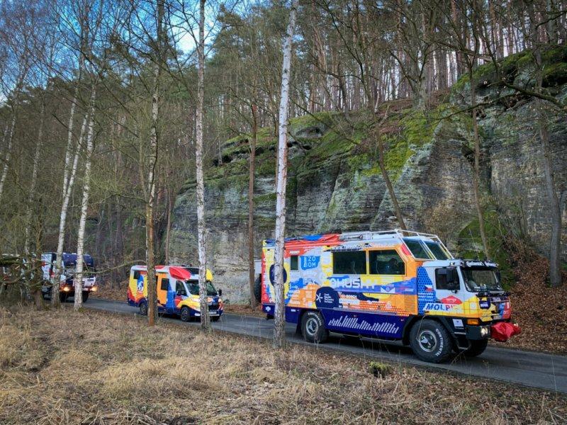 Start expedice Tatra Kolem Světa 2 z Máchova kraje, kdy byla naše expediční Trajda i Bludička doprovázena nejen dakarskými speciály.