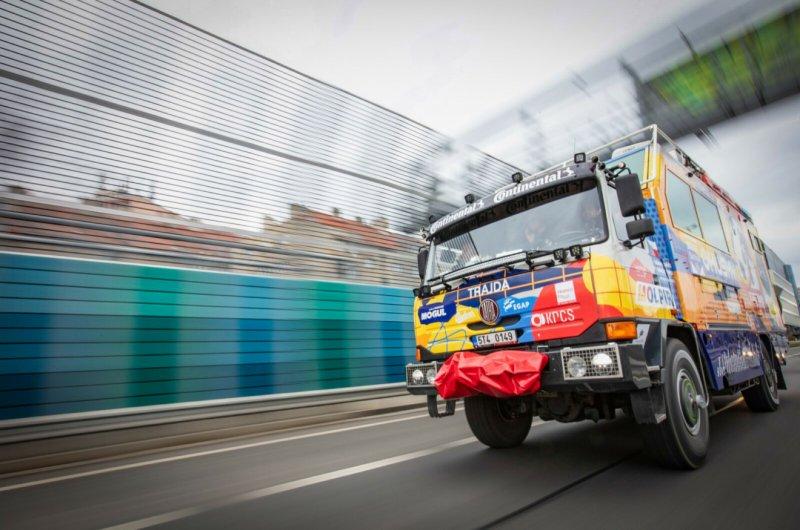 Další zastávkou po odjezdu z Prahy byla moravská metropole. Cesta po D1 ubíhala dobře a i přes neplánované zastavení celní správou se do Brna dorazilo v dobré náladě.