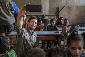 Školu postavila etiopská nezisková organizace, která ji vystavěla a vybavila jen základním vybavením.
