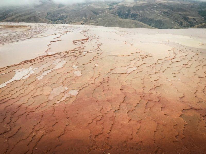 Badab Soort – minerální terasy, severovýchod Íránu