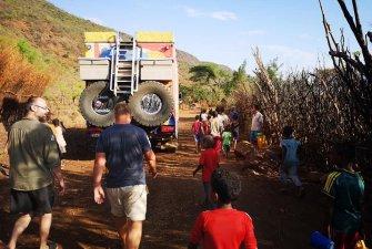 Děti nás provedly po své vesnici a dovolily nám tak nahlédnout do jejich životů.