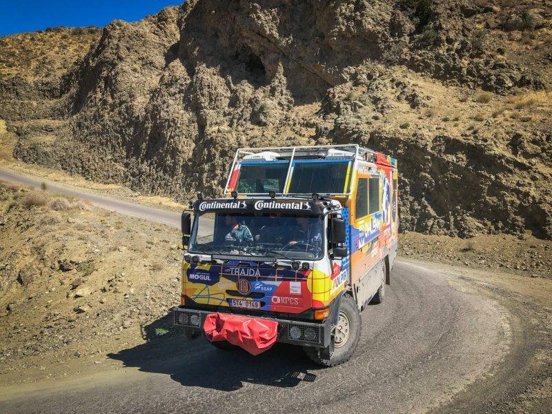 Expediční T815 během přijedu horskými průsmyky v oblasti Mázandarán, Írán 2020.