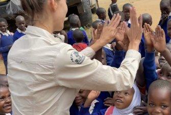 Během expedice se cestovatelů zastavují i v místních školách, kde si povídají s dětmi. I o tom se dozvíte v novém Podcastu TKS2.