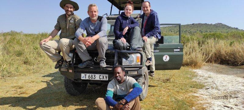 Členové týmu TKS2 vyráží prozkoumat Serengeti.