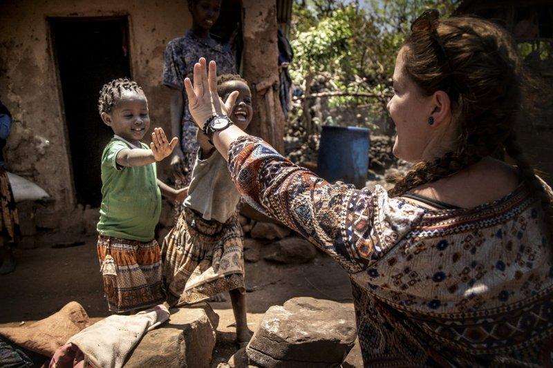 Zastávka ve vesnici domorodého etiopského kmene, kde je nejen dětská radost čistá a upřímná. /Etiopie 2021