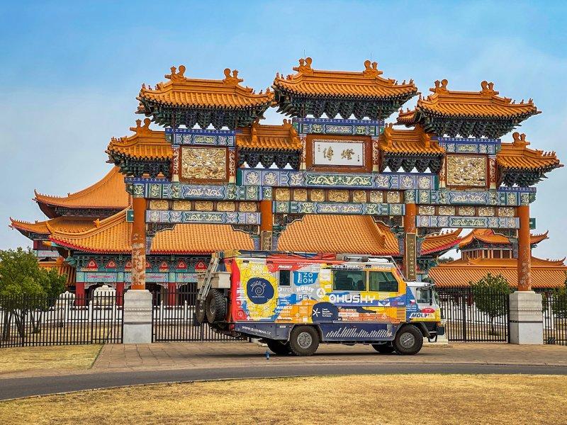 Fo Guang Shan Nan Hua Temple je největším buddhistickým komplexem v Africe. Rozléhá se na více než 600 akrech. Kvůli covidovým opatřením je v současnosti komplex zavřený, mohli jsme si ho ale prohlédnout alespoň z venku.