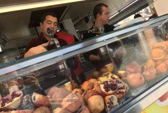 Velký bazar v Istanbulu, pečené kaštany na každém rohu, nechyběl ani typický turecký fresh džus z granátových jablek